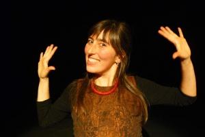 «Au bout du Conte» fait étape à Rochechouart avec le spectacle de la conteuse Malika Verlaguet.