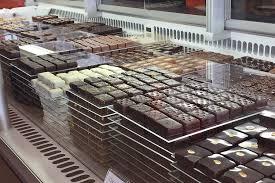 FÊTES DE PÂQUES : LES CHOCOLATIERS  S' ORGANISENT .