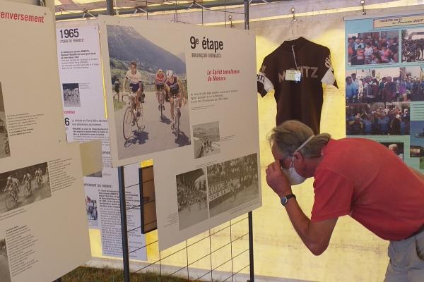 Hommage : la carrière de  Raymond Poulidor retracée dans une exposition.