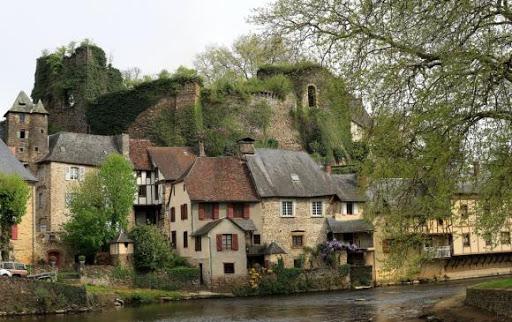 Allo! Monsieur le Maire ! Partons à Ségur-le-Château avec Pierre-Louis Puygrenier