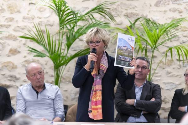 Allo! Madame le maire !  Isabelle Hyvoz répond à nos questions.