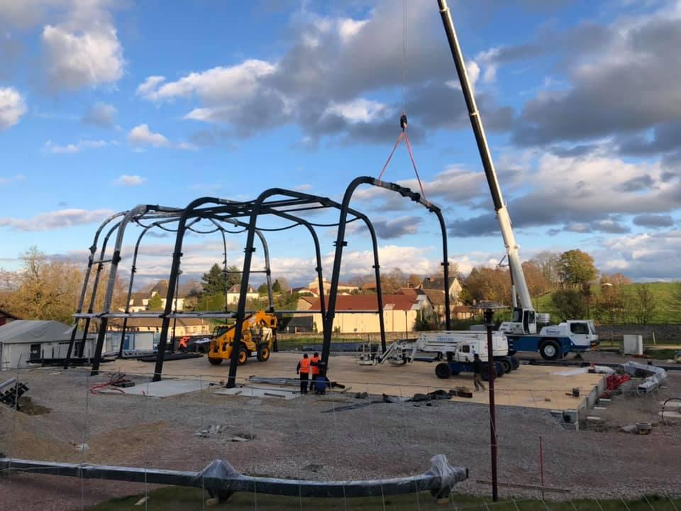 Le chantier du nouveau vaisseau-chapiteau avance dans le Parc du château de Nexon (87)